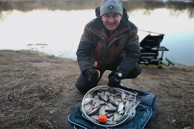 Pavasarinė žvejyba Nevėžyje dugnine meškere