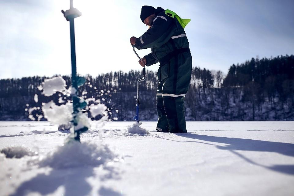 アイスフィッシング(氷上穴釣り)