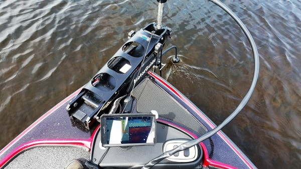 Deeper Pro + with Deeper Flex Arm out in front of my boat detailing everything for me.