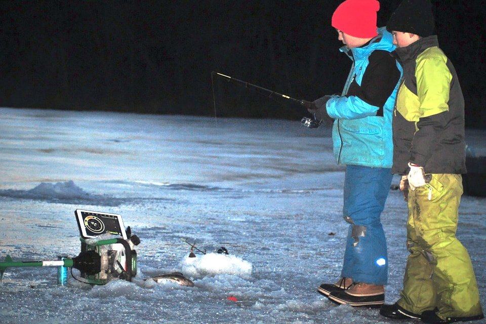 Kids using Deeper fishfinder